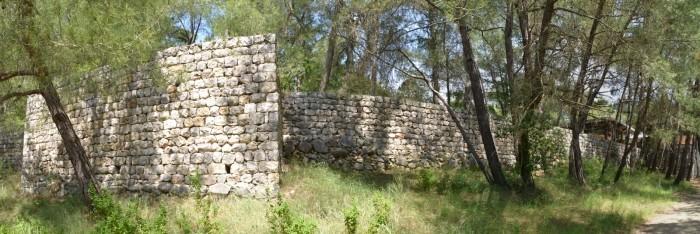 Fragment murów obronnych twierdzy Karatepe