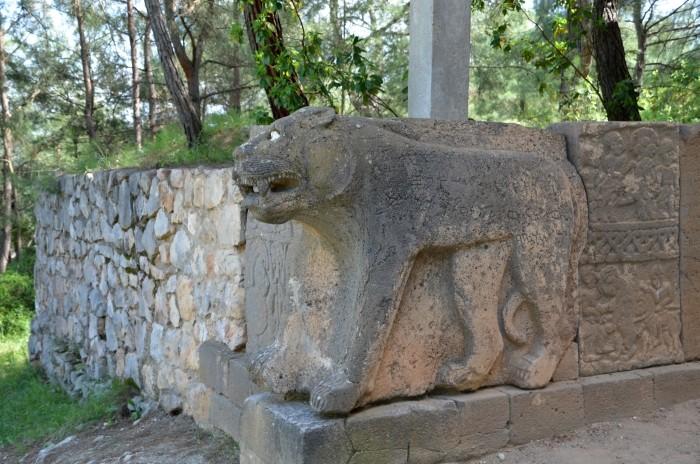 Kamienny lew strzegący północnej bramy w Karatepe