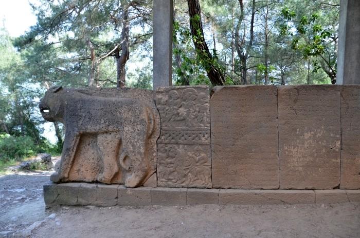 Ortostaty umieszczone na bramie północnej w Karatepe