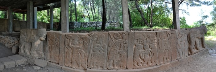 Reliefy z bramy południowej Karatepe