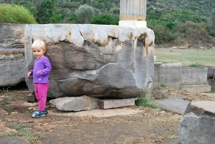 Demonstracja rozmiarów bębna kolumny ze świątyni Apollina w Klaros