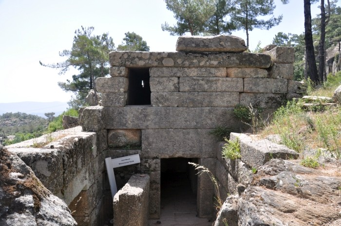Murowany grobowiec w Labrandzie
