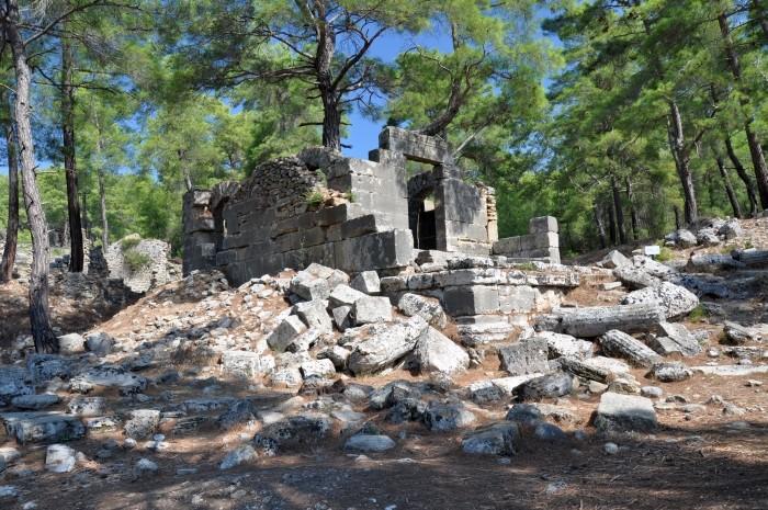 Jedna ze świątyń na terenie Lyrbe
