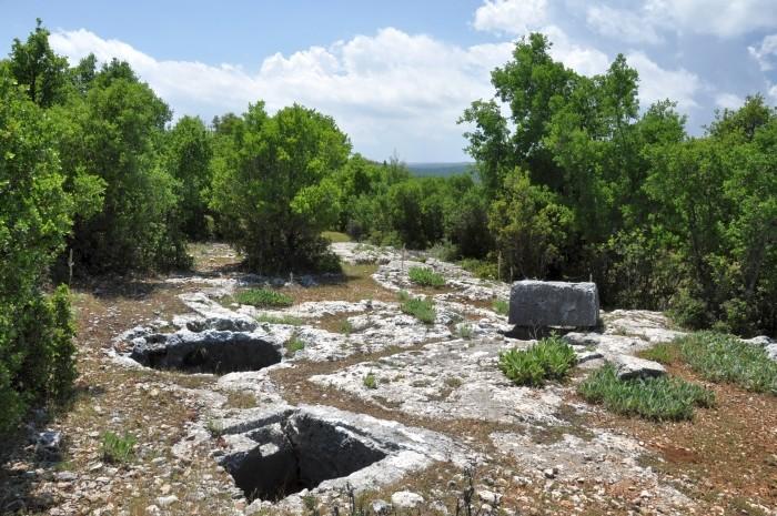 Antyczne cysterny na akropolu w Olbie