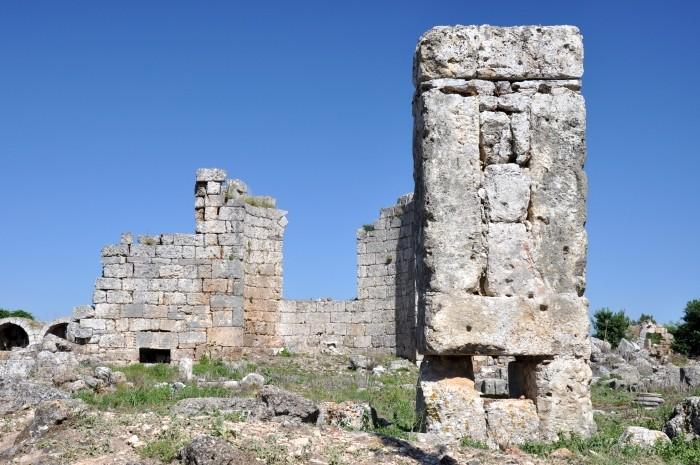 Ruiny bizantyjskiego kościoła w Perge
