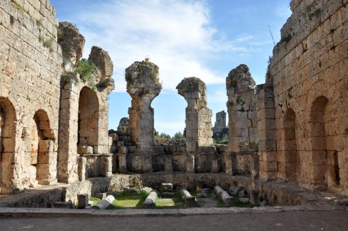 Łaźnie rzymskie w Perge
