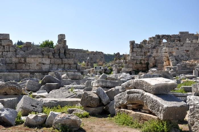 Nimfeum przy bramie hellenistycznej w Perge