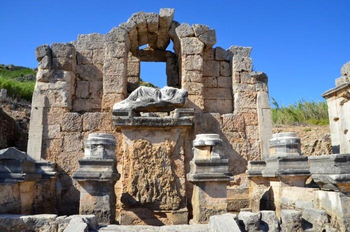 Nimfeum Hadriana w Perge