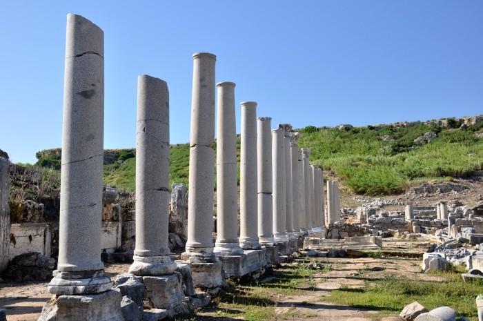 Ulica kolumnadowa w Perge