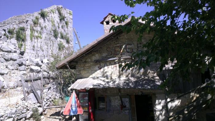 Sklepik we wsi Altınkaya