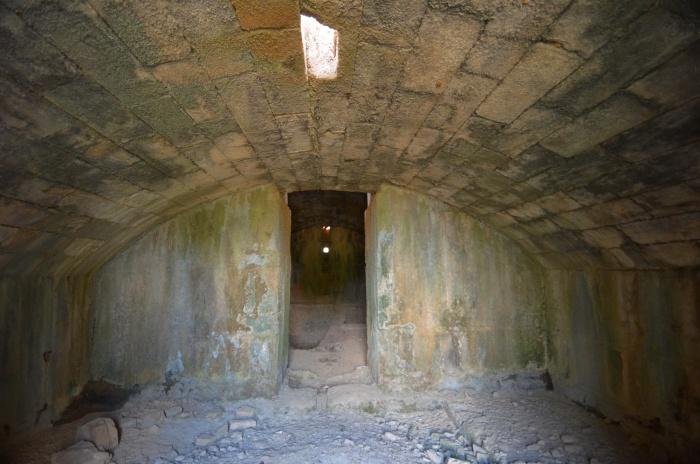 Wnętrze cenotafu Trajana w Selinus