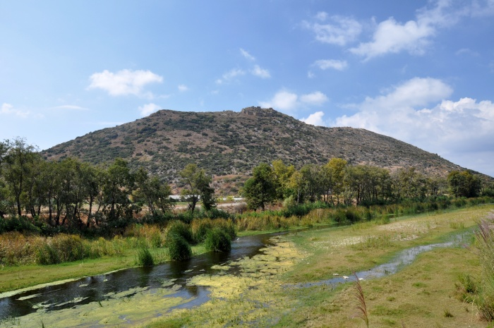 Rzeka Hacımusa (Kestros), a w tle - akropol Selinus