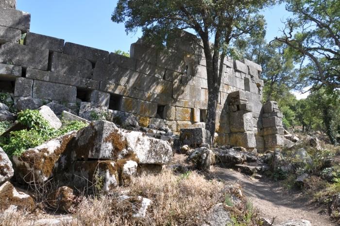 Niezidentyfikowany budynek przy ulicy kolumnadowej w Termessos