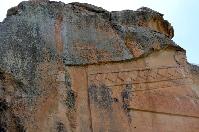 Inskrypcja frygijska nad Monumentem Midasa w Yazılıkaya