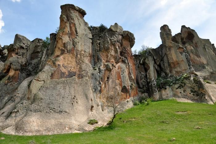 Widok z trasy zwiedzania w Yazılıkaya