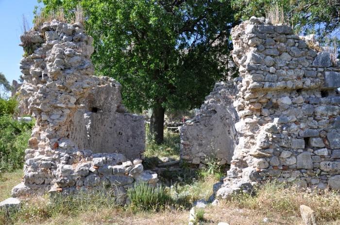 Mauzoleum przy zamku Beçin