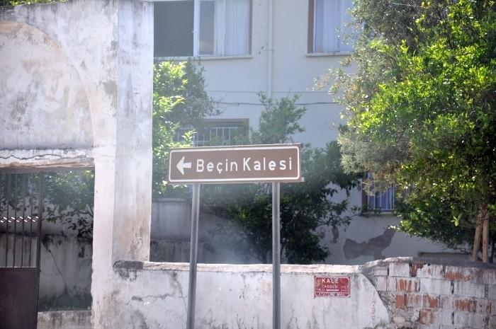 Kierunkowskaz do zamku Beçin